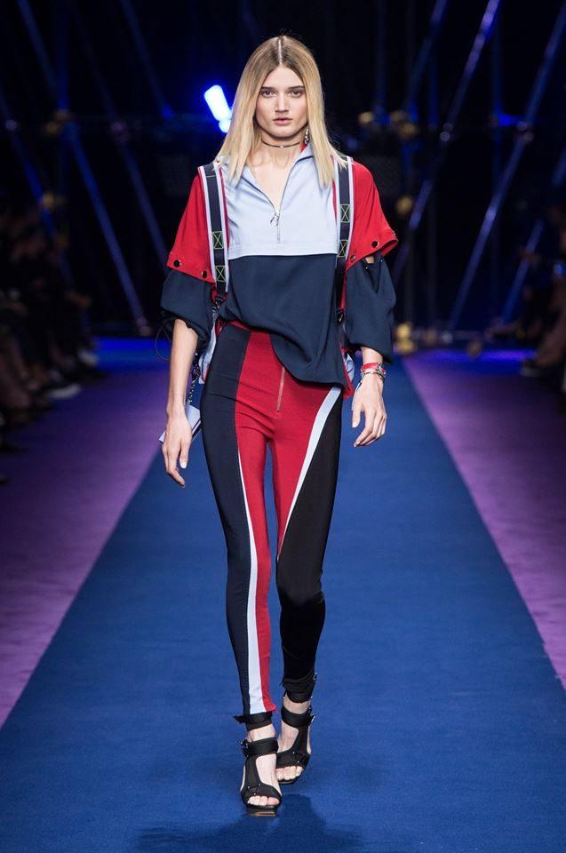 La collezione Versace SS 2017.