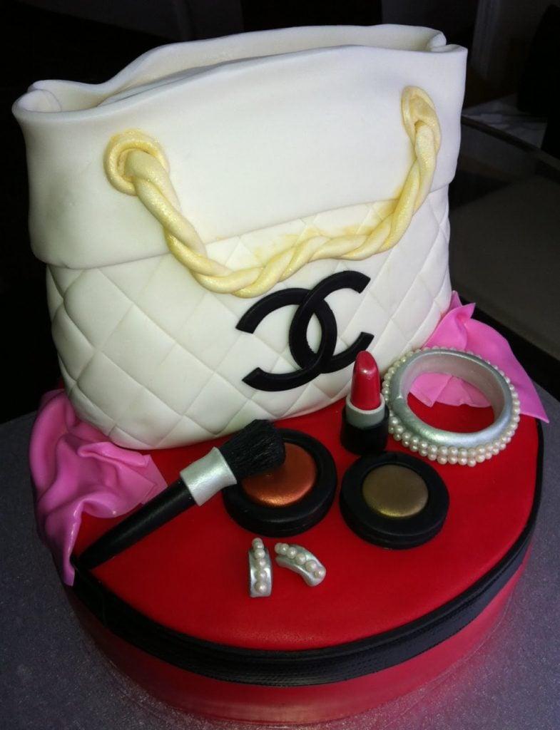 Torta formata chanel con dettaglio trucchi di cakes-and-cup-cakes-mumbai