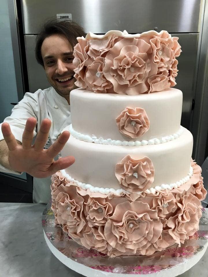 Wedding cake dalle tonalità del rosa quarzo di gilda caffè