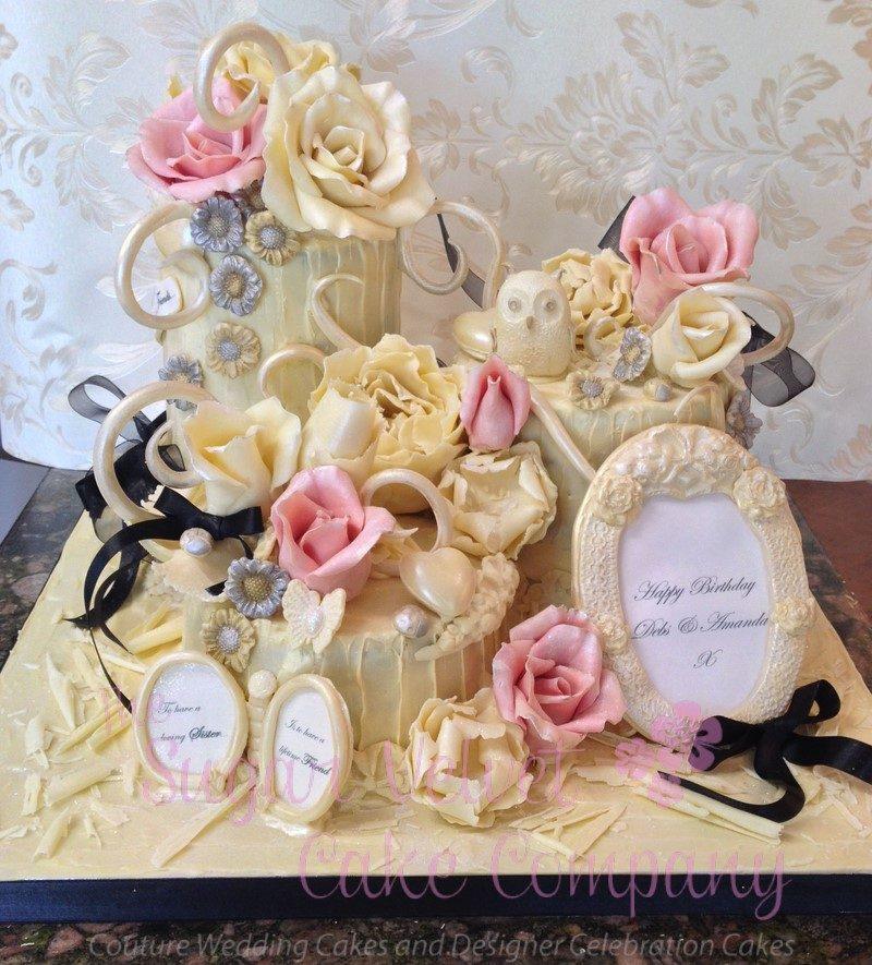Creazione composta stile vintage creata da Sugar velvet cake company.
