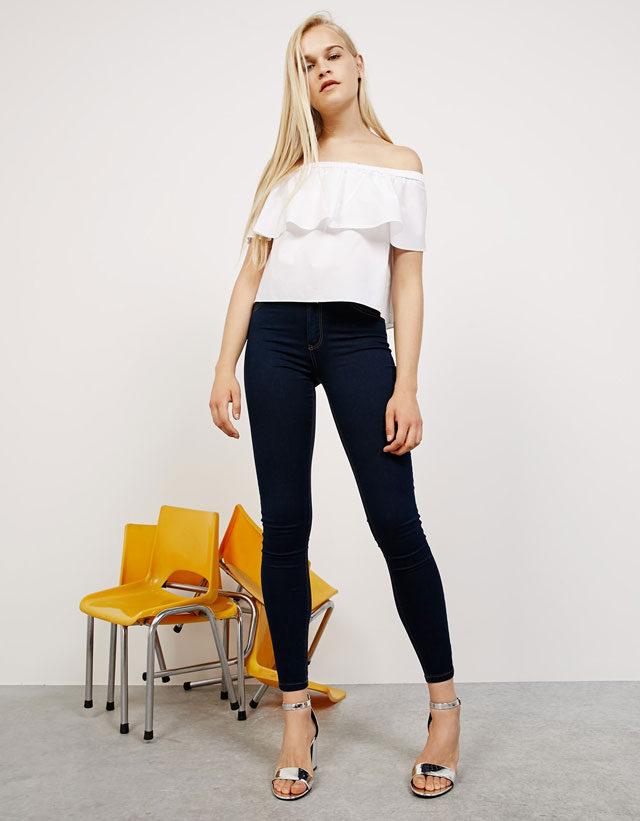 Bershka: jeans Super Skinny con vita regolare.