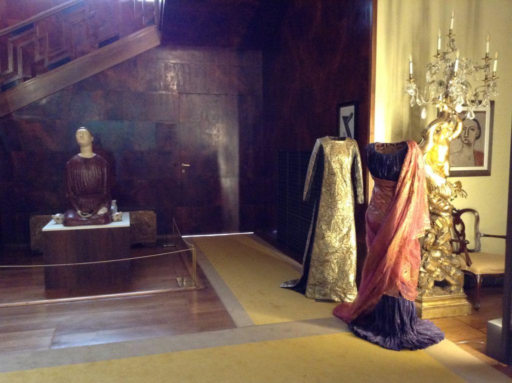 Isabelle-de-Borchgrave-Abiti-Delphos-di-M.-Fortuny