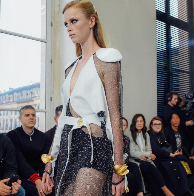 Un look della collezione Louis Vuitton SS 2017.