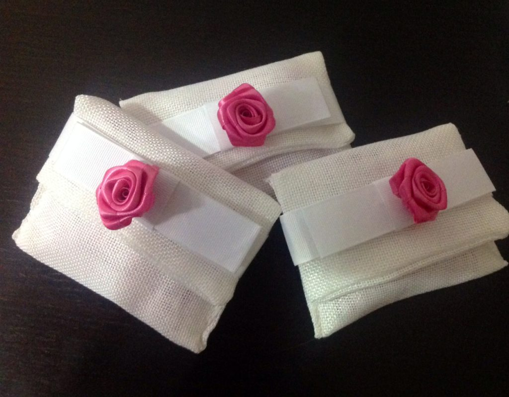 Sacchetti bomboniera confetti con tonalità pink yarrow di Amiche della Sposa