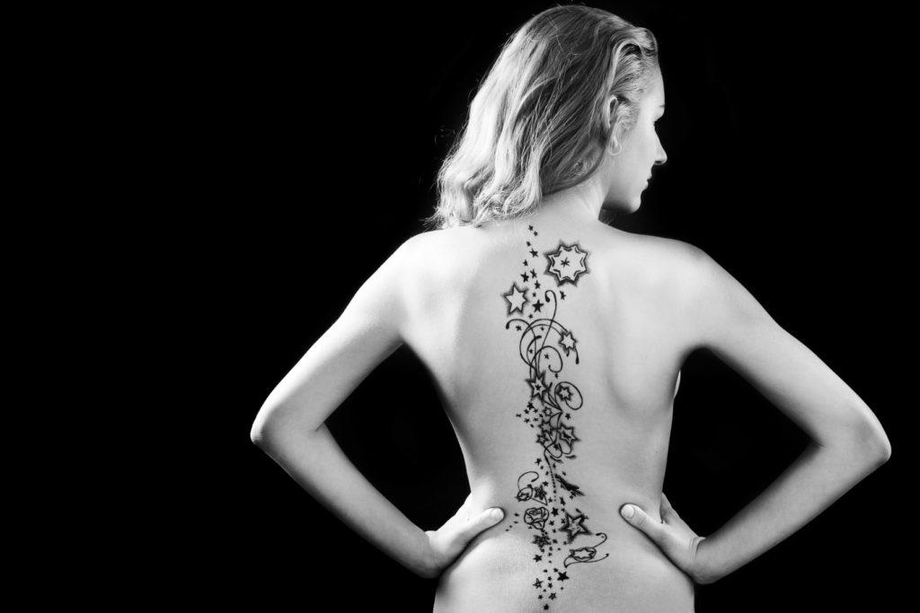 tatuaggio donna schiena
