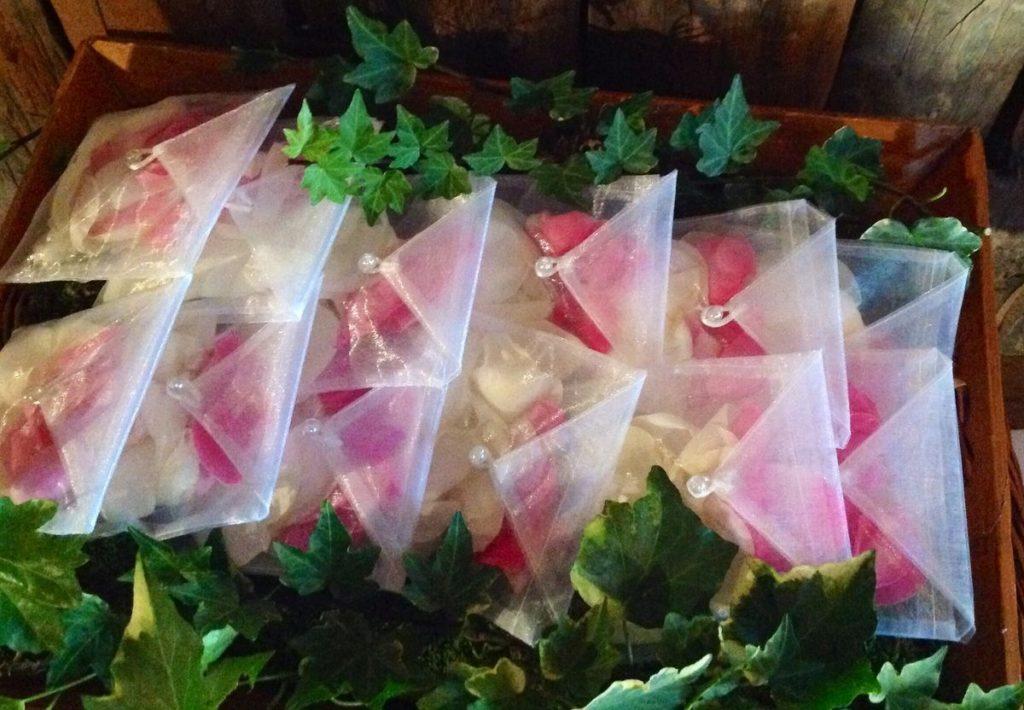 Colore pink yarrow sacchetti petali di Amiche della Sposa