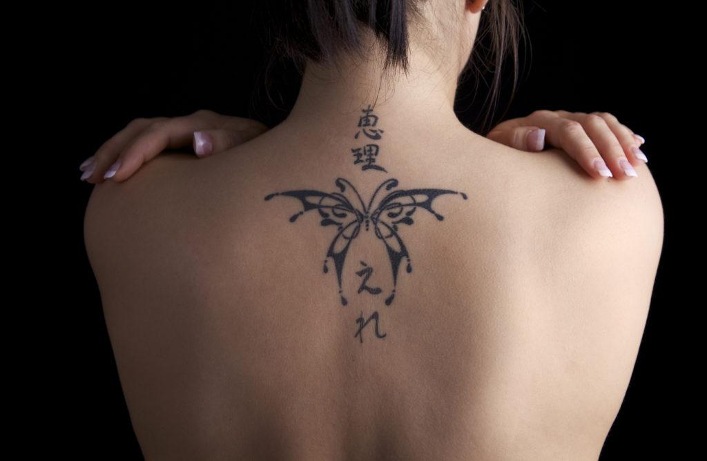 tatuaggio base collo