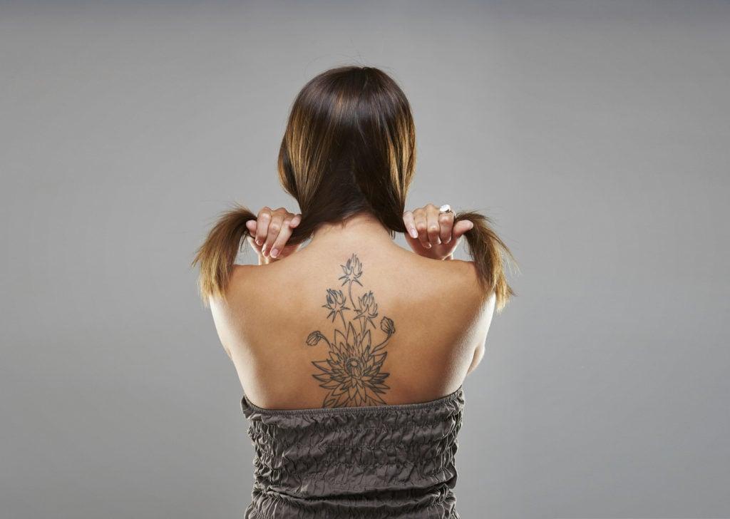 tatuaggio schiena donna