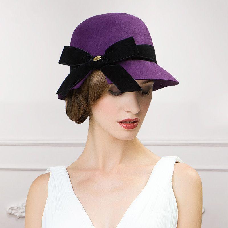 Cappello elegante con fiocco nero