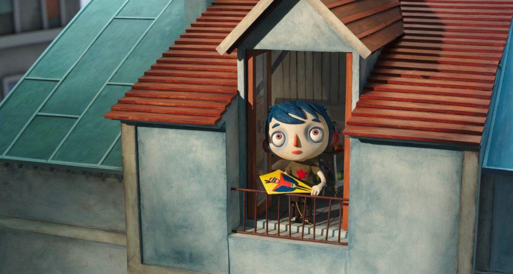 Zucchina fa volare aquiloni che portano sogni e paure fuori dalla finestra della sua soffitta