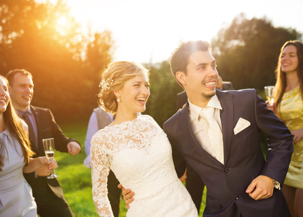 Sposi e ospiti del matrimonio