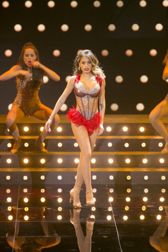 Chiara Nasti balla sulle note di Christina Aguilera in Show me your burlesque