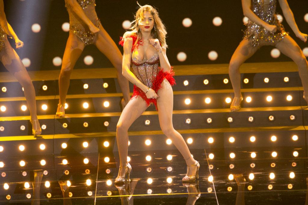 Chiara Nasti nel burlesque sulle note di Christina Aguilera