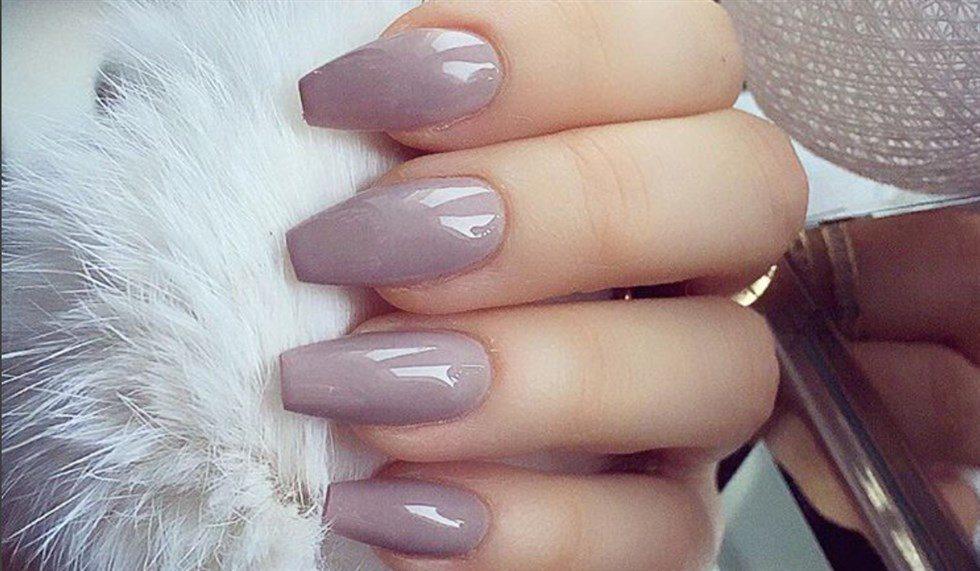 Unghie a ballerina: la nuova tendenza manicure.
