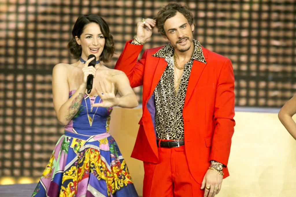 Raniero Monaco Di Lapio a Dance Dance Dance con la conduttrice Andrea Delogu
