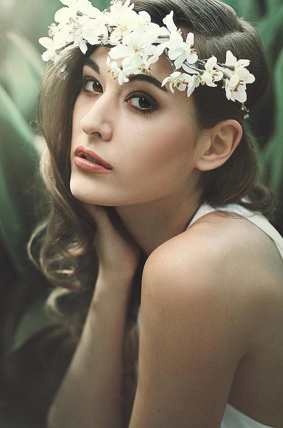 acconciatura sposa con cordoncino fiori