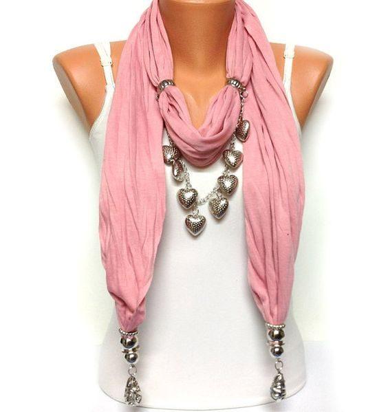 Foulard gioiello rosa con inserti e dettagli argento