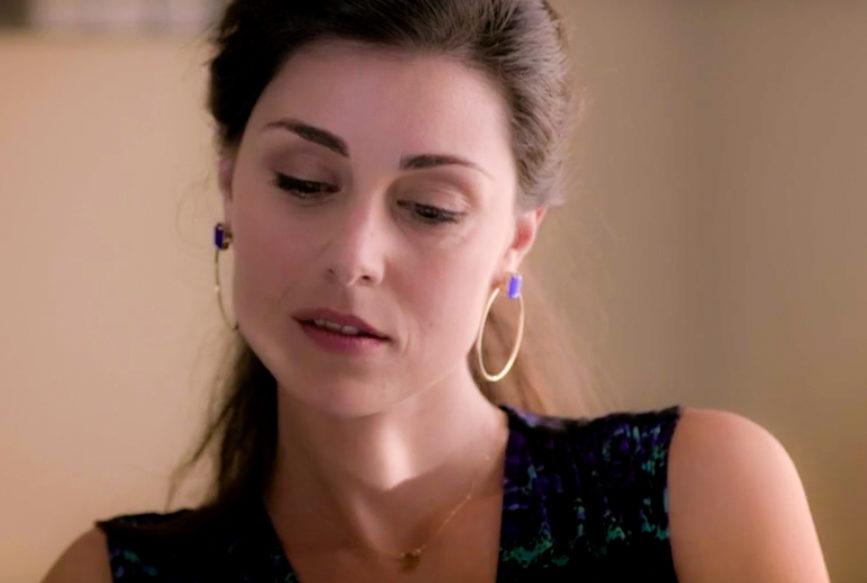 Miriam Candurro è Adele, moglie di Ezio, in Veleno