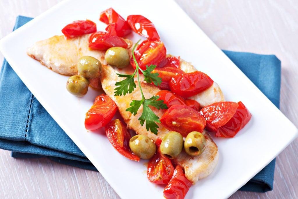 ricette siciliana pesce spada in padella con pomodorini