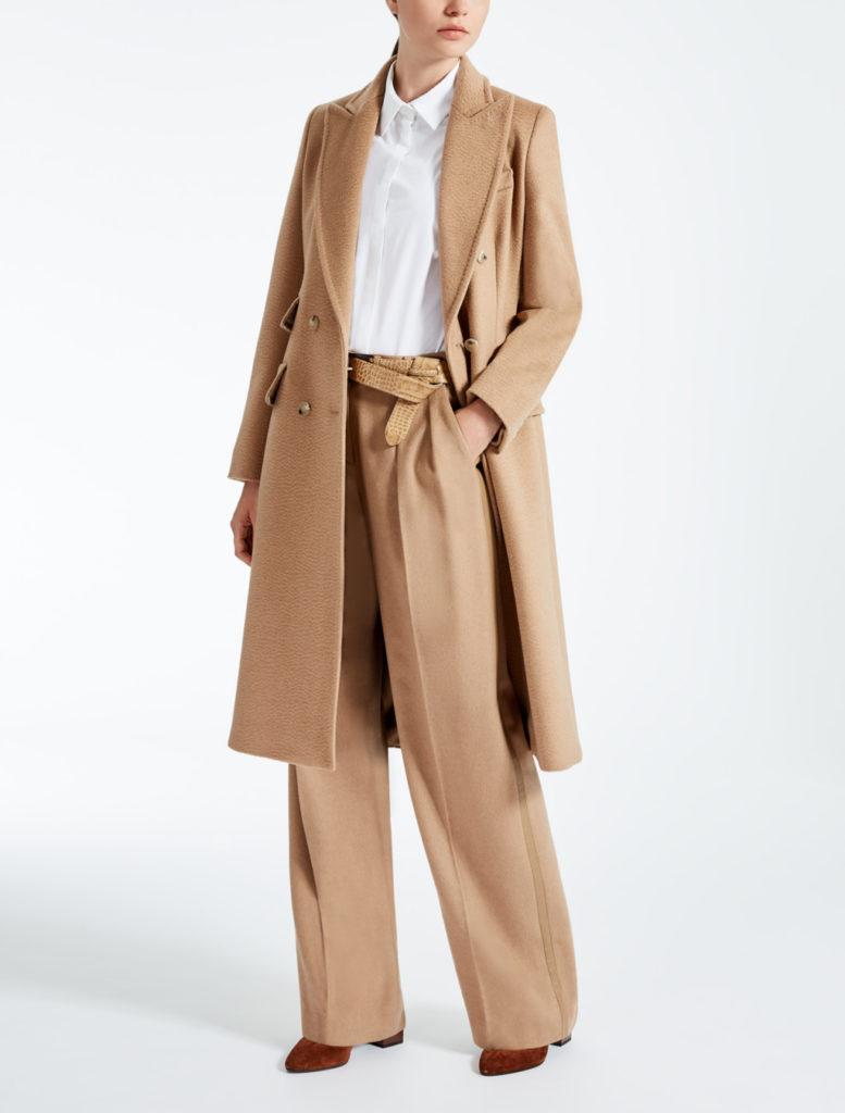 Cappotto in puro cammello dal taglio essenziale by Max Mara.