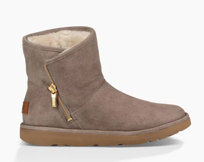 Stivali Classic Luxe Kip by UGG.