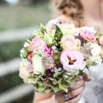 Bouquet da sposa: peonie, rose e tante altre idee