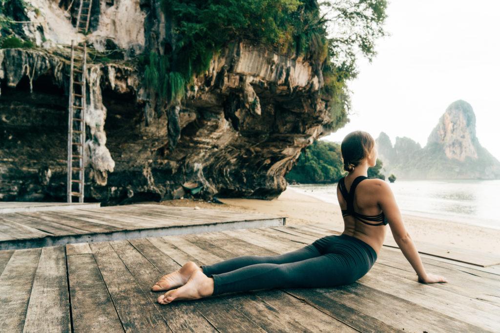 Incontri un insegnante di yoga maschile
