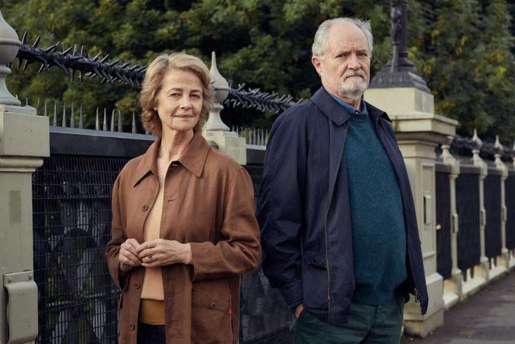 L'altra metà della storia, i protagonisti Jim Broadbent e Charlotte Rampling