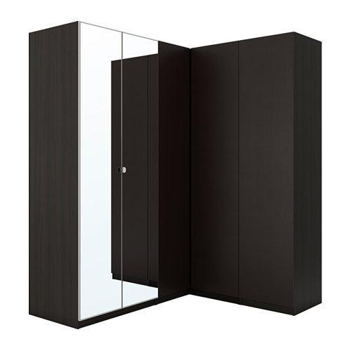 Guardaroba Ikea modello Pax angolare marrone con ante a specchio.