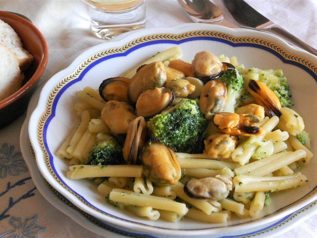 Pasta e broccoli alla salsa di cozze