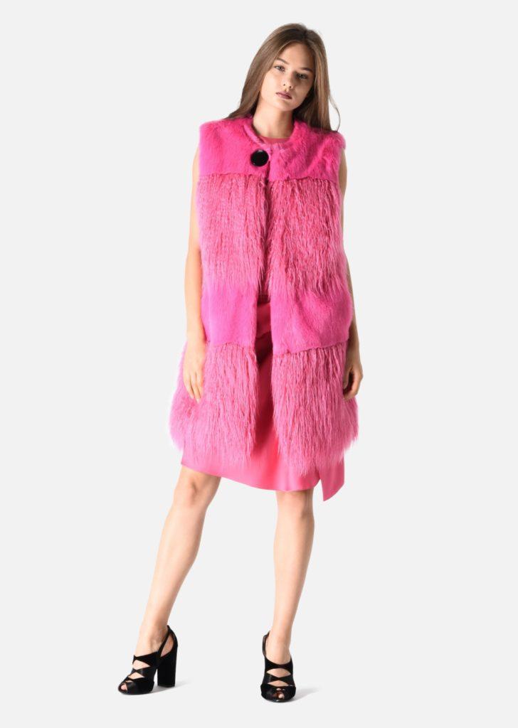 Armani eco pelliccia rosa modello gilet.