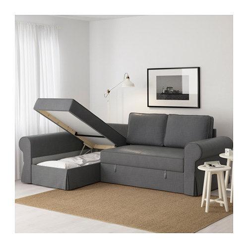 Divano letto Backabro con chaise-longue in grigio.