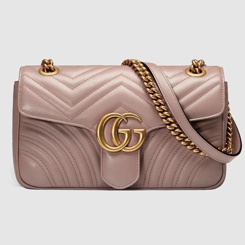 Borsa a spalla GG Marmont matelassé misura piccola in pelle cipria.