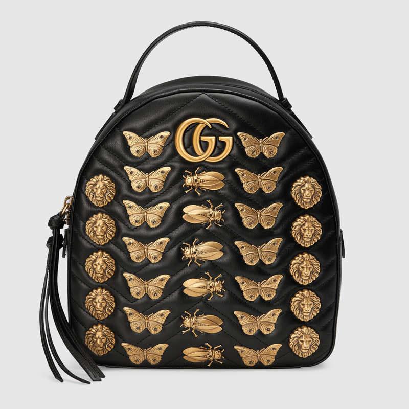 Zaino in pelle nera GG Marmont con borchie a motivo animale.