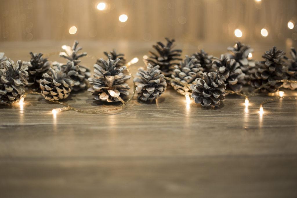 Addobbi natalizi con pigne unadonna - Decorazioni con le pigne per natale ...
