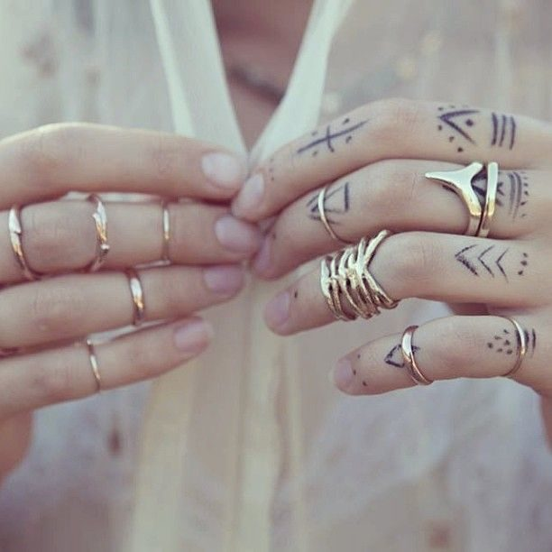 Tatuaggi sulle dita
