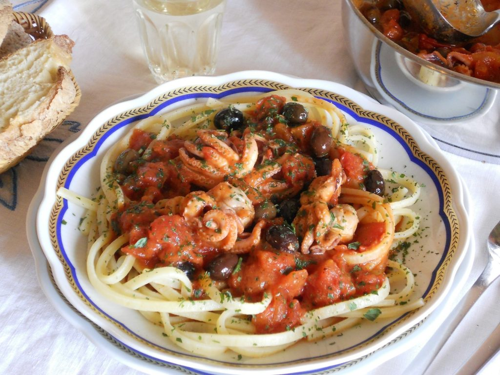 Spaghetti alla chitarra con moscardini alle olive