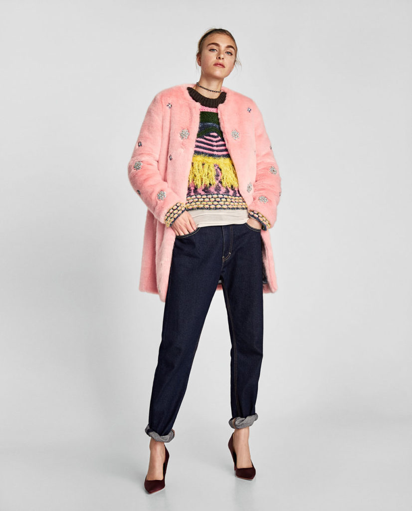 Zara pelliccia rosa corta con inserti preziosi.