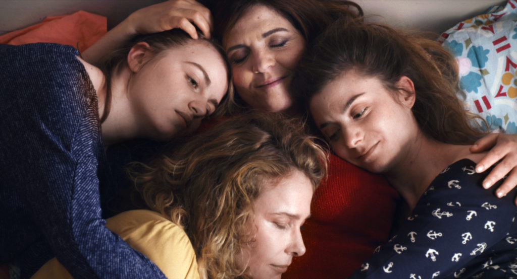 Aurore e le sue tre figlie in 50 Primavere.