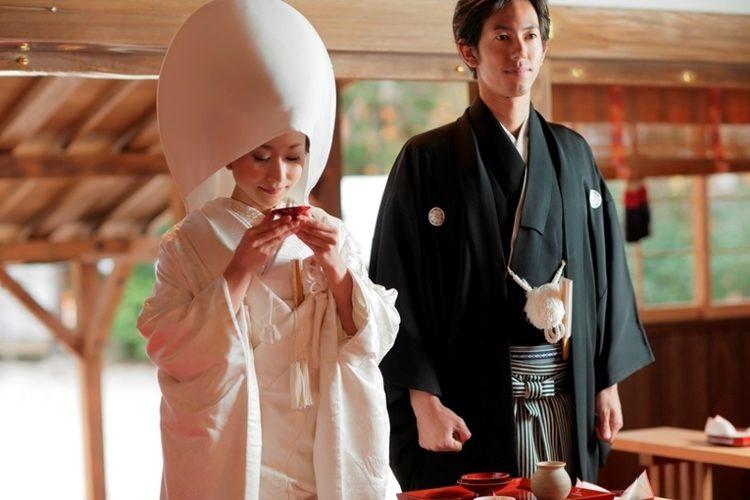 Si bevono tre sorsi di sake durante il matrimonio giapponese