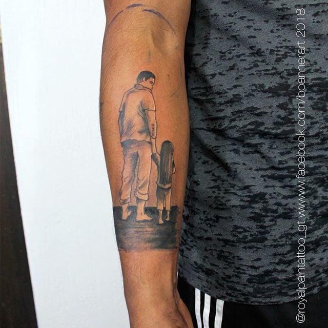 Tatuaggio ritratto papà - Fonte Instagram @boanner.