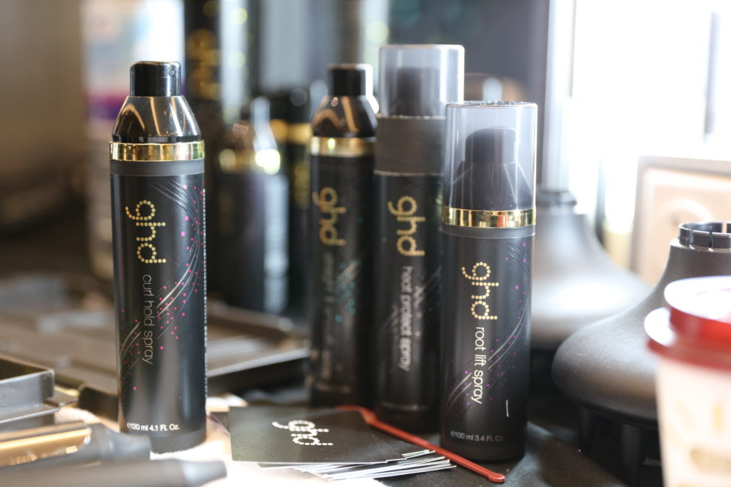 Root lift (16€) e curl hold spray (18€), ghd.