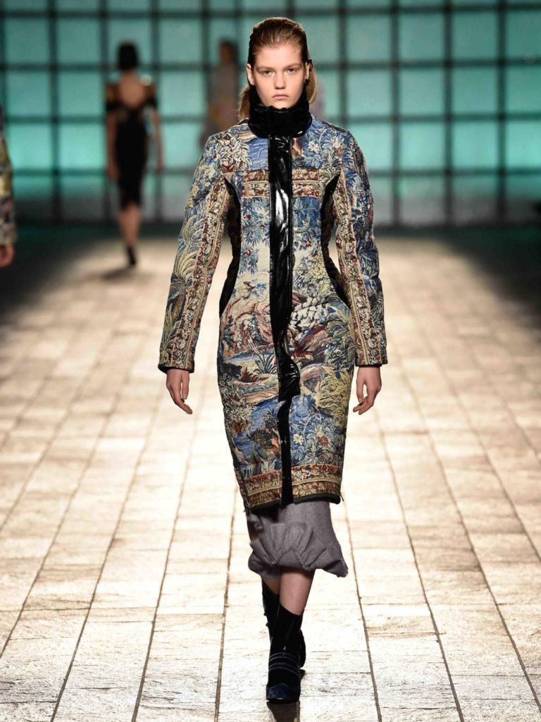 Cappotto con stampe rinascimentali MK X MK per Mary Katrantzou.