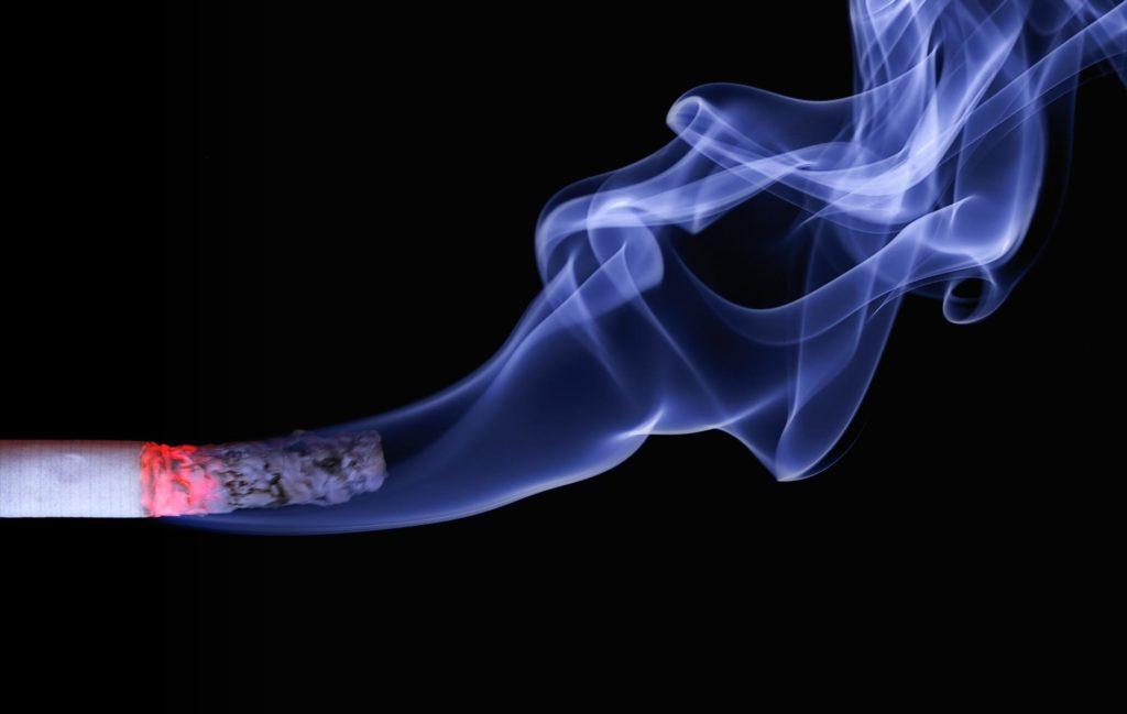 Fumo di sigaretta causa aneurisma.