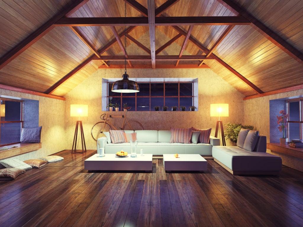 Mansarda con tetto in legno