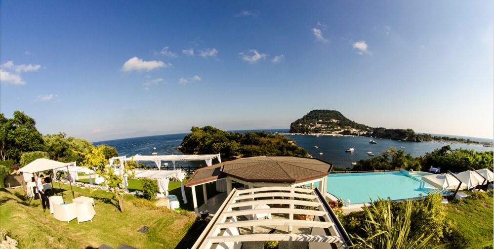 Villa Mirabilis: una location con terrazza sul mare