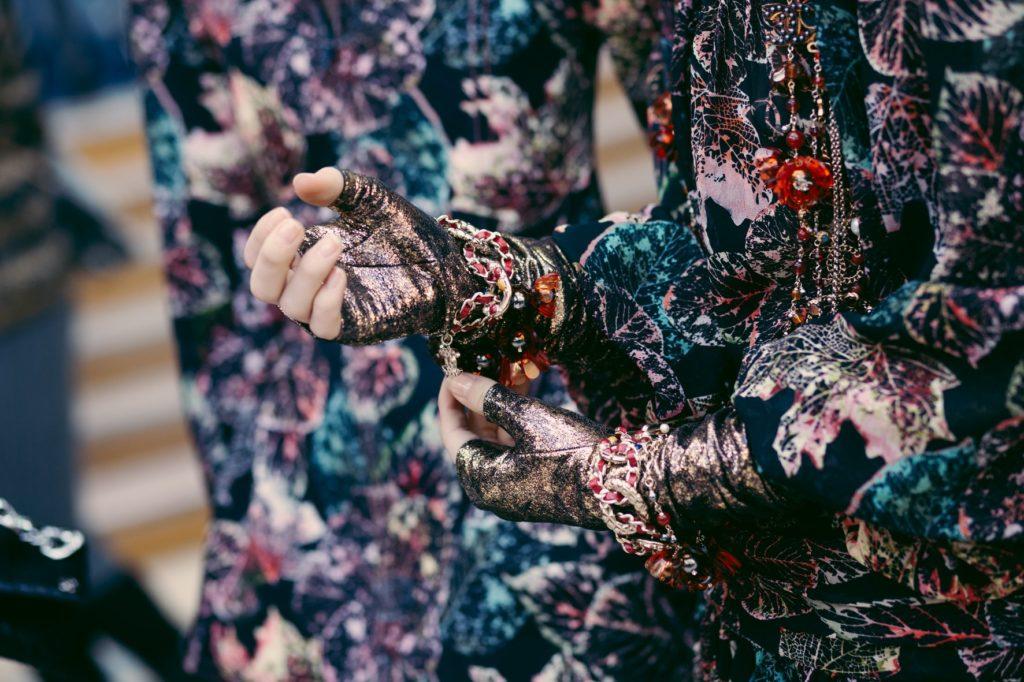 Dettaglio di un abito Chanel.