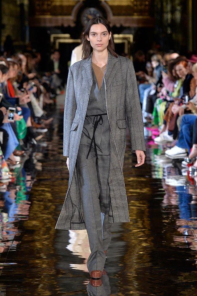 Cappotto + completo pantalone Stella McCartney.