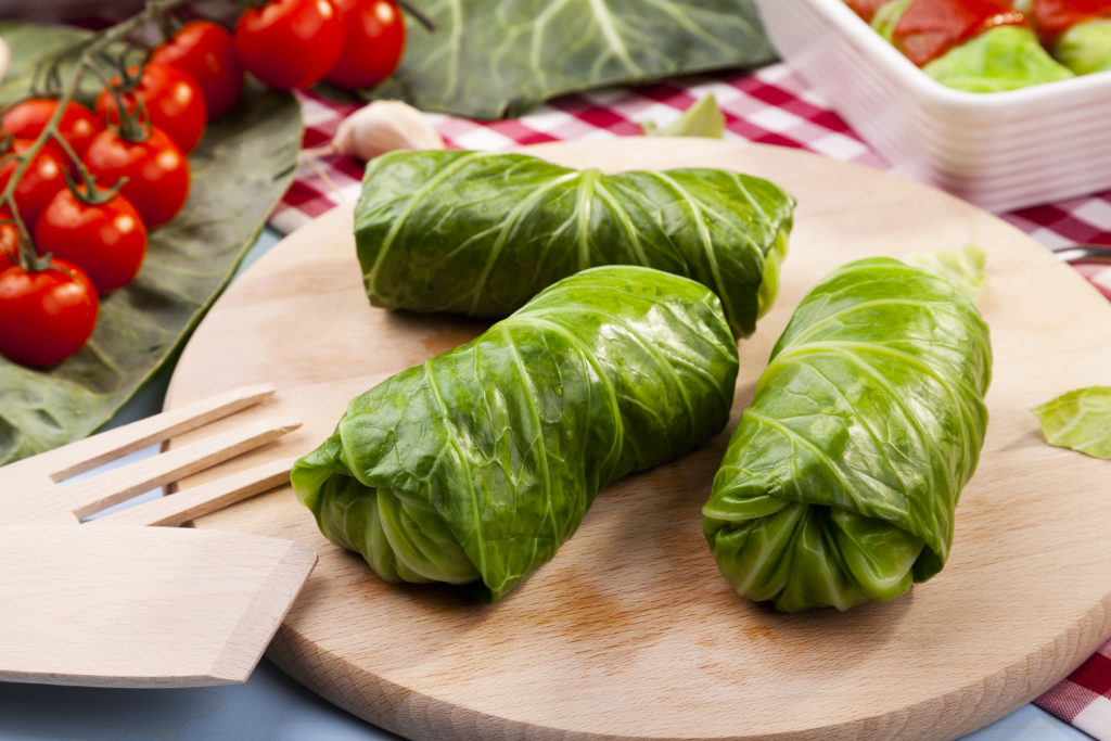 Involtini di verza con salsiccia e scamorza