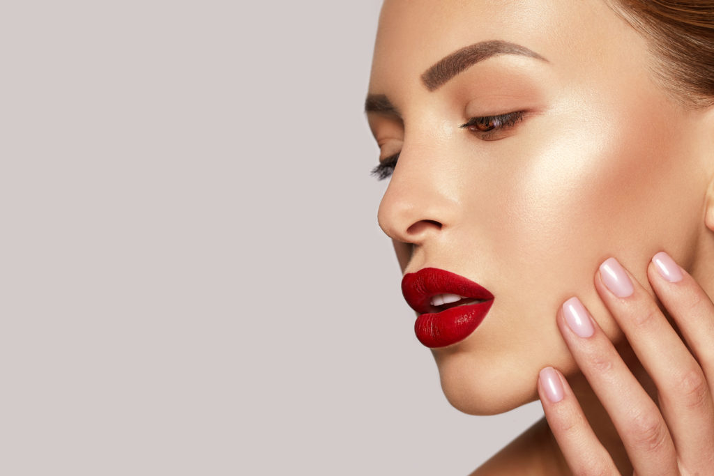 Correggere difetti col makeup